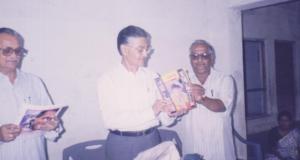 नवरंग रुपेरी च्या  अंकाचे प्रकाशन करतांना  औरंगाबादचे तत्कालीन पोलीस आयुक्त श्रीपाद कुलकर्णी, श्री.दि. इनामदार व अरविंद वैद्य