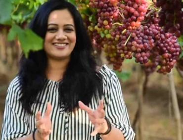 spruha joshi at grape yard
